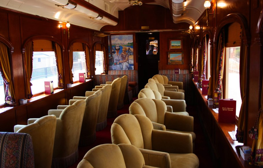 Merlot Lounge Car