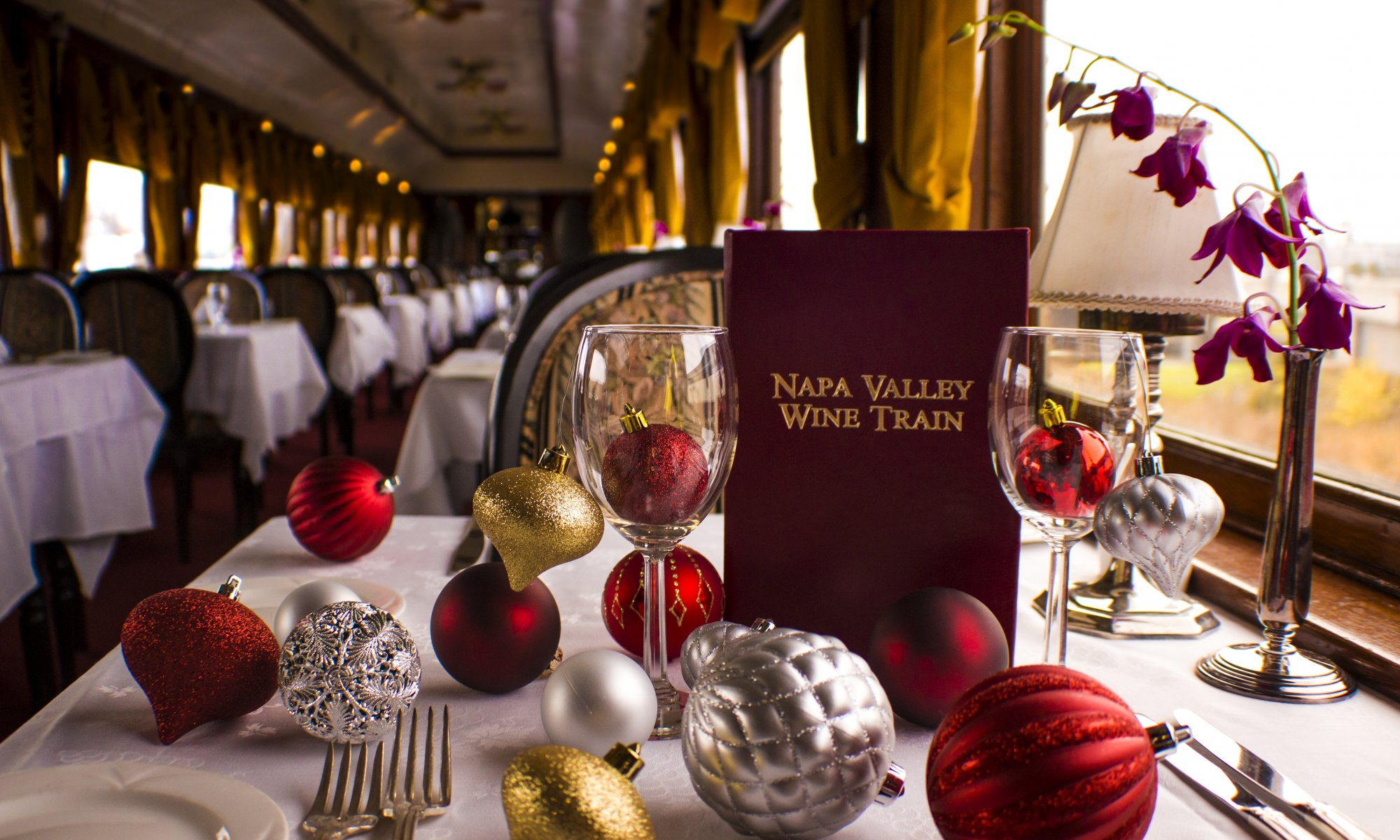 Christmas table decor on the Napa Valley Wine Train